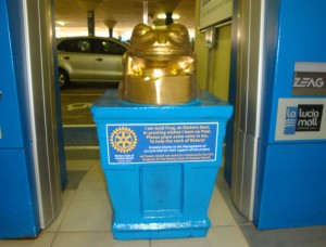 The Golden Frog at La Lucia Mall
